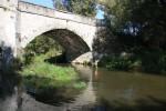 průzkum řeky pod mostem